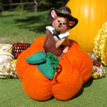 Annalee Pilgrim Mouse on Pumpkin 2006